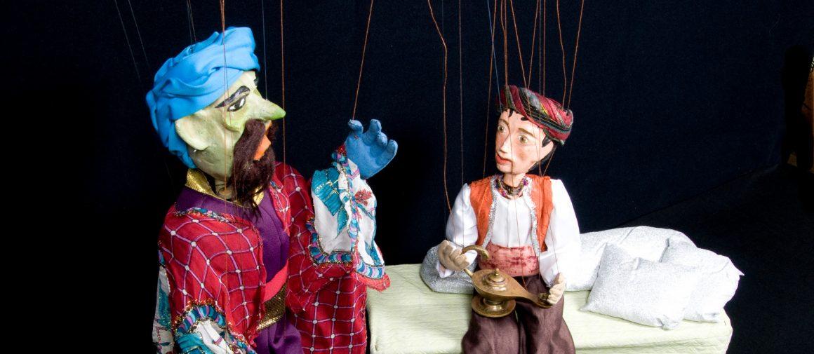 Marionetas del espectáculo Aladino y Mago