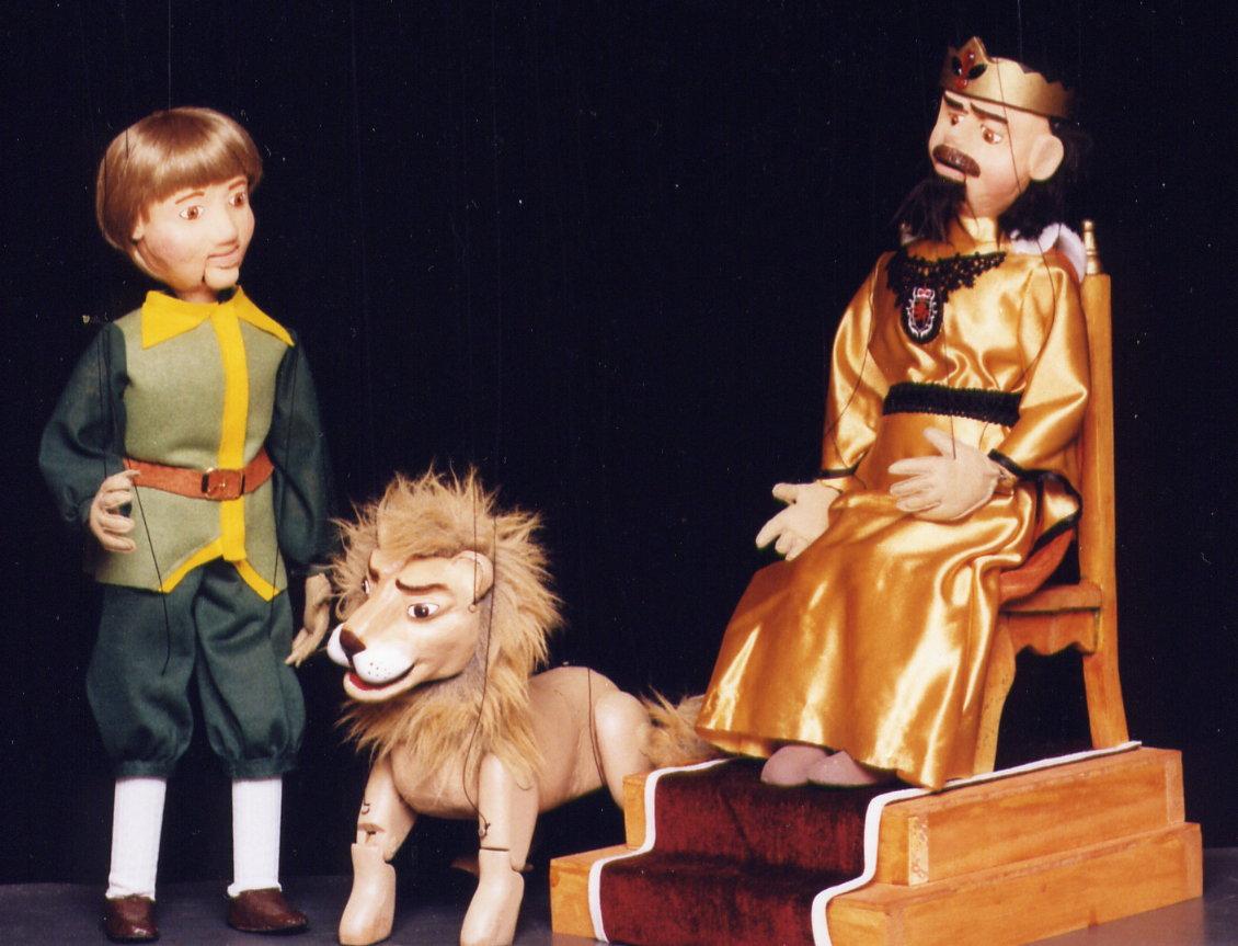 Marionetas del espectáculo El sastrecillo valiente