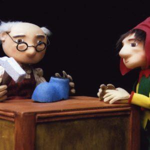 Marionetas del espectáculo con luz negra El zapatero y los duendes